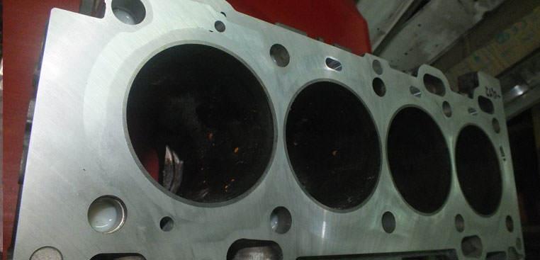 Zamykanie bloków silnika Volvo B4204T