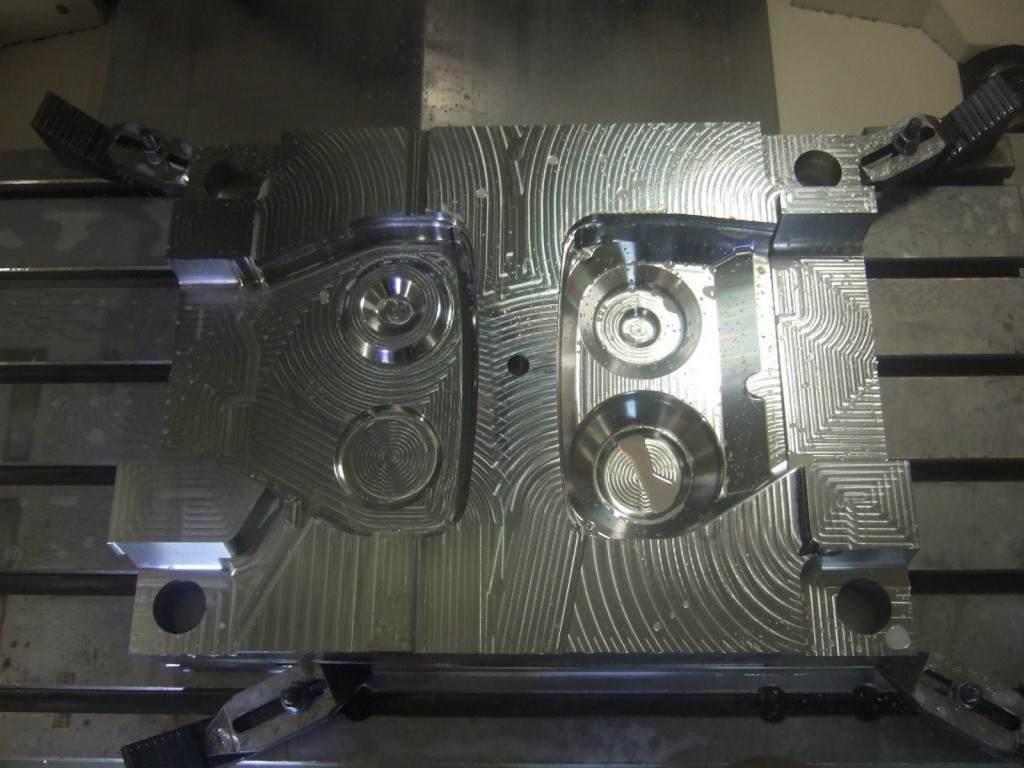 frezowanie-cnc-formy-wtryskowej-11