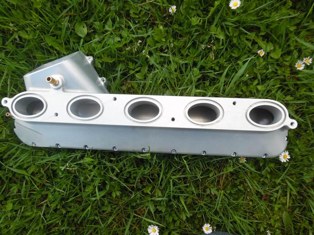 Aluminiowy kolektor dolotowy VOLVO - zamiennik za numer części 31293294