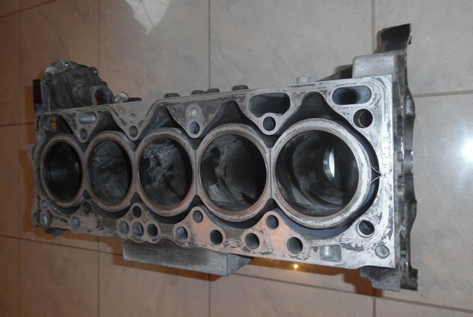 otwarty-blok-silnika-volvo-D5244T