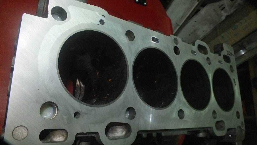 Zamykanie bloków silników VOLVO B4204T